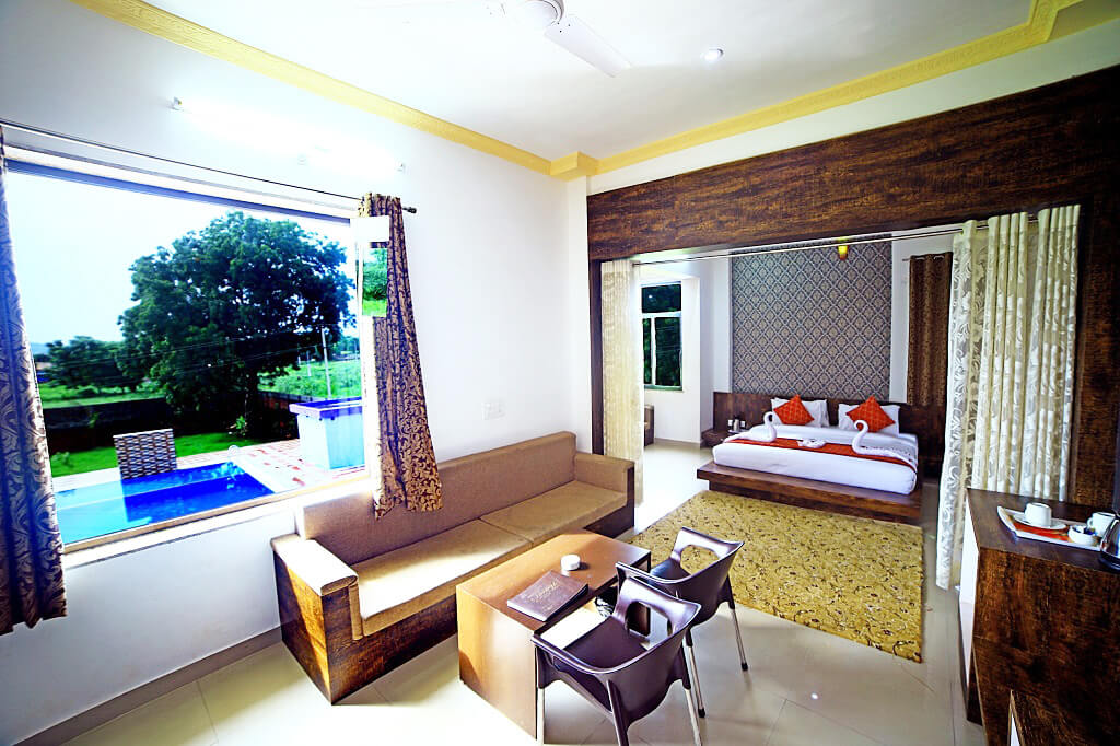 Suite-Room-With-Pool-View-in-udaipur
